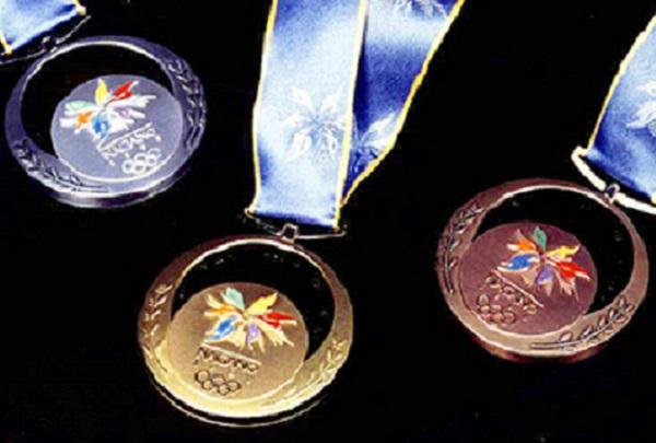 オリンピックメダルにも使われた木曽漆器を体験しよう!