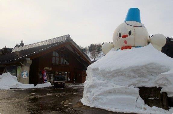 雪の街 新潟県上越市の道の駅「雪のふるさと やすづか」