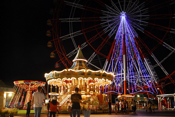 幻想的な夜の遊園地を貸しきりで 「道の駅 ウェーブパークなめりかわ」