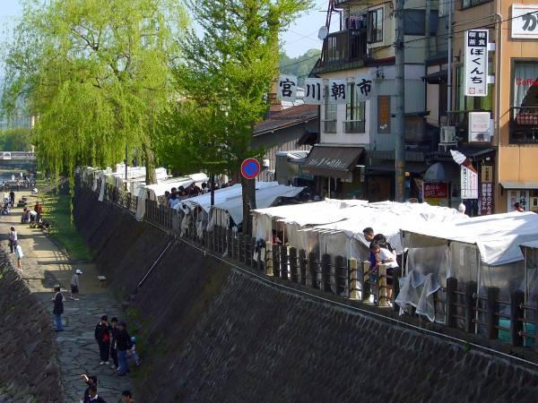 飛騨高山「宮川朝市」で地元のひとふれあえる 「道の駅 飛騨街道なぎさ」