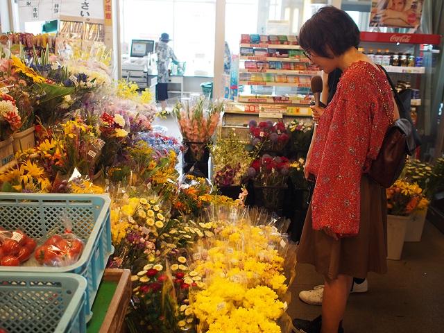 農産物直売所に入ると色とりどりのお花が出迎えてくれました♪