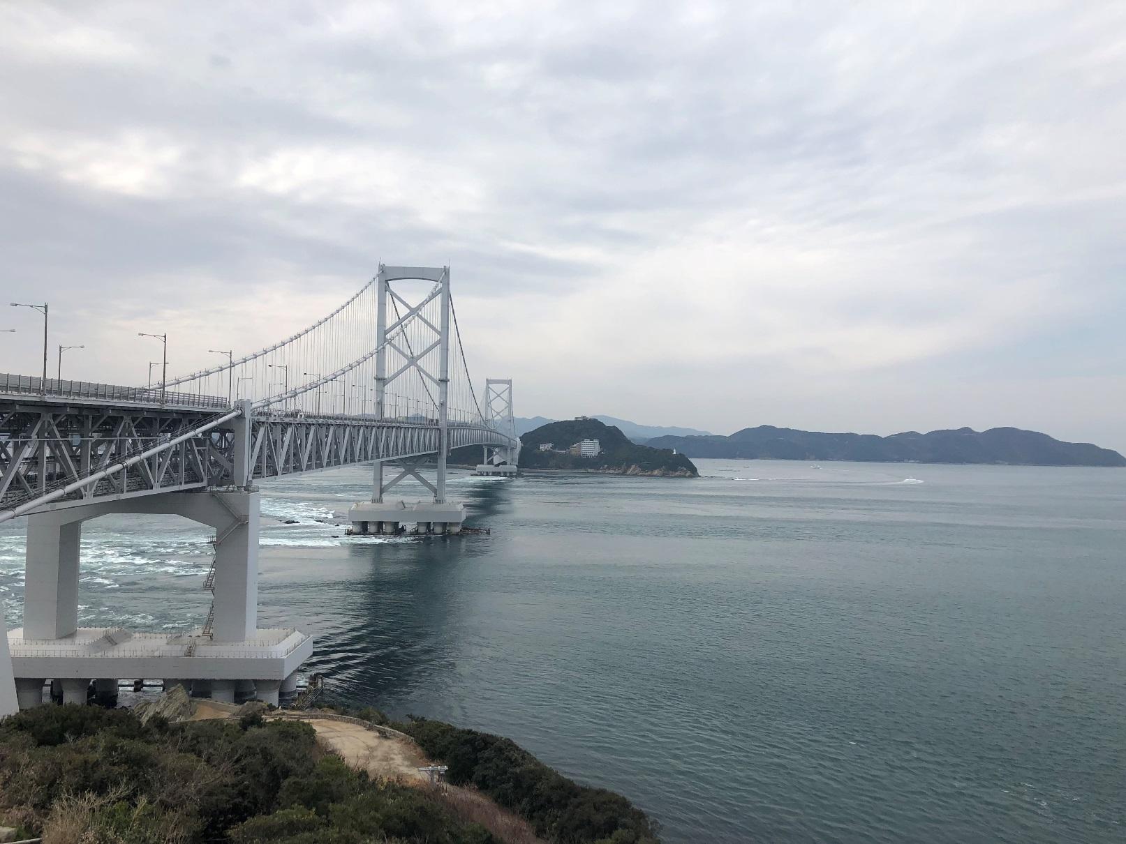 淡路島と四国の大毛島・島田島を結ぶ大鳴門橋