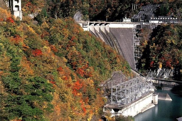 世界一の高さを誇る迫力のダム【畑薙第一ダム】