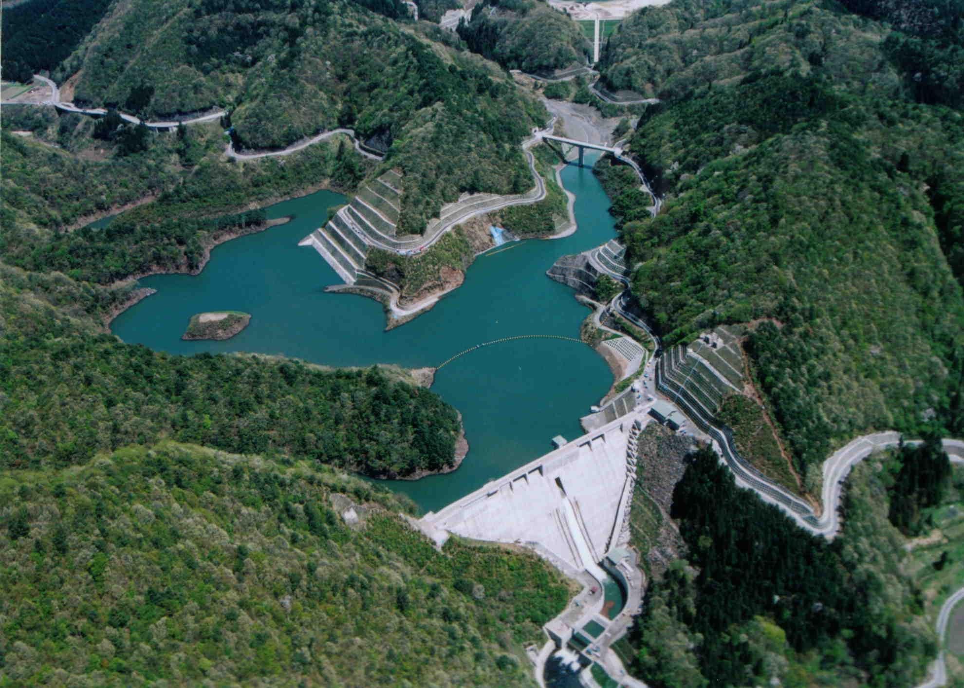 映像やクイズコーナーがある「姉川ダム」