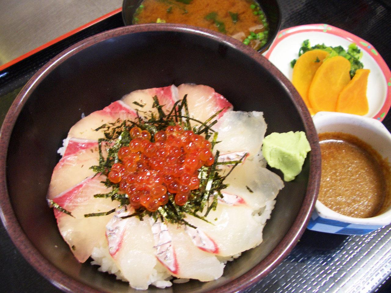 鯛ブリいくら丼 (2) (1)