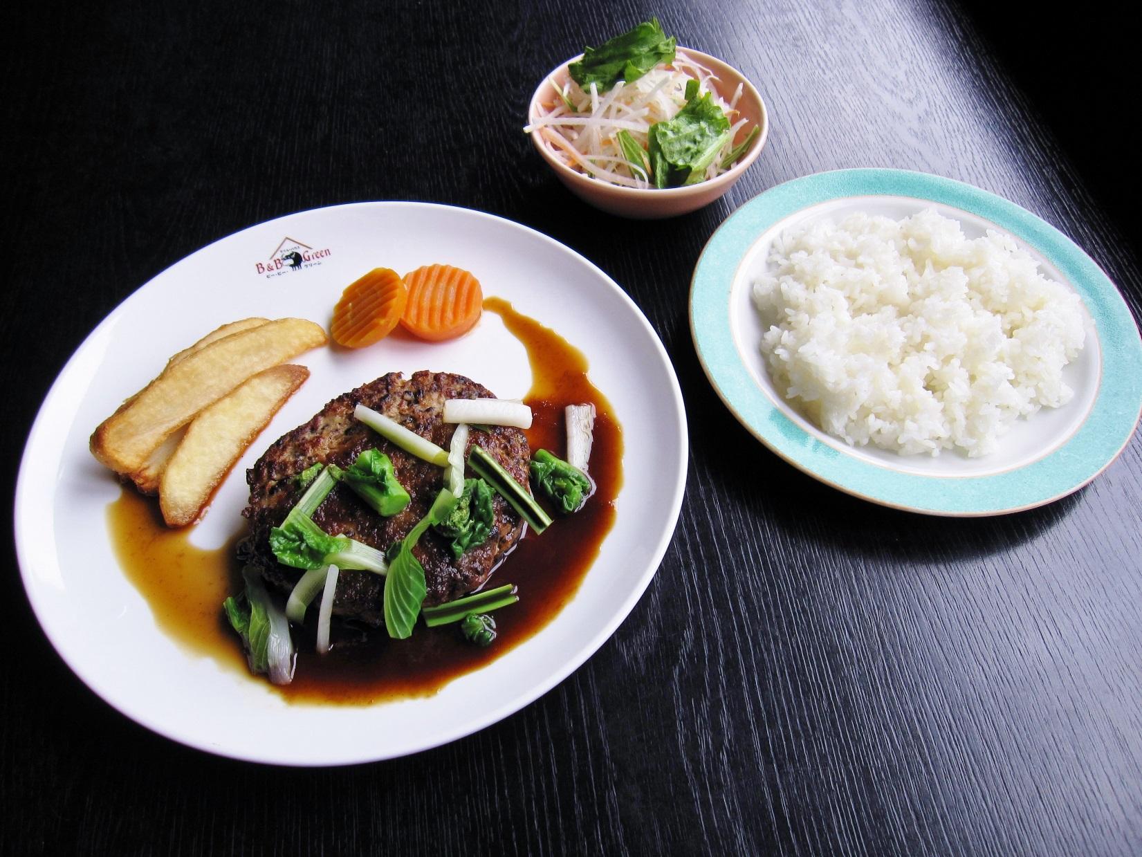 【道の駅 たかはた】縄文時代の食が蘇る「縄文ハンバーグ」